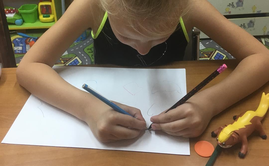 Учимся рисовать обеими руками.